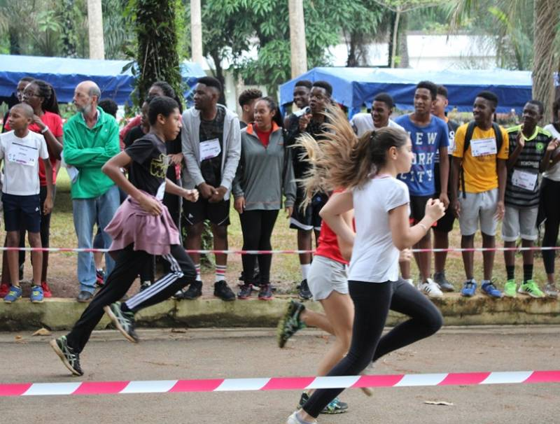 Cross - le 07 avril 2017 - jardin ambassade de France